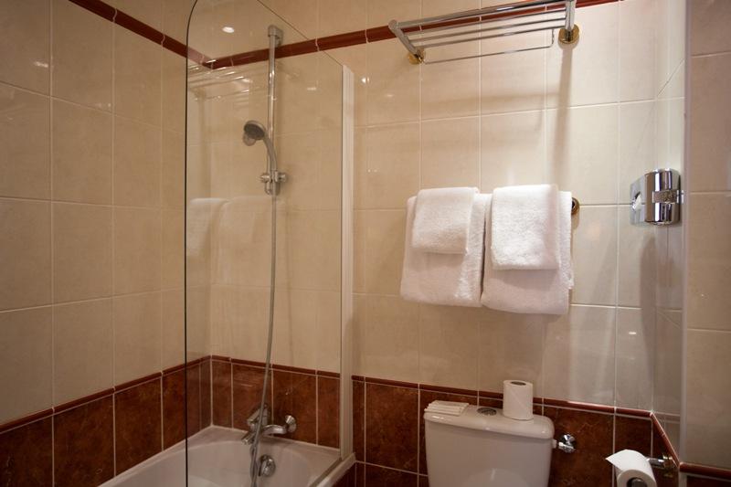 salle de bain double-twin sup - hôtel magda champs-élysées