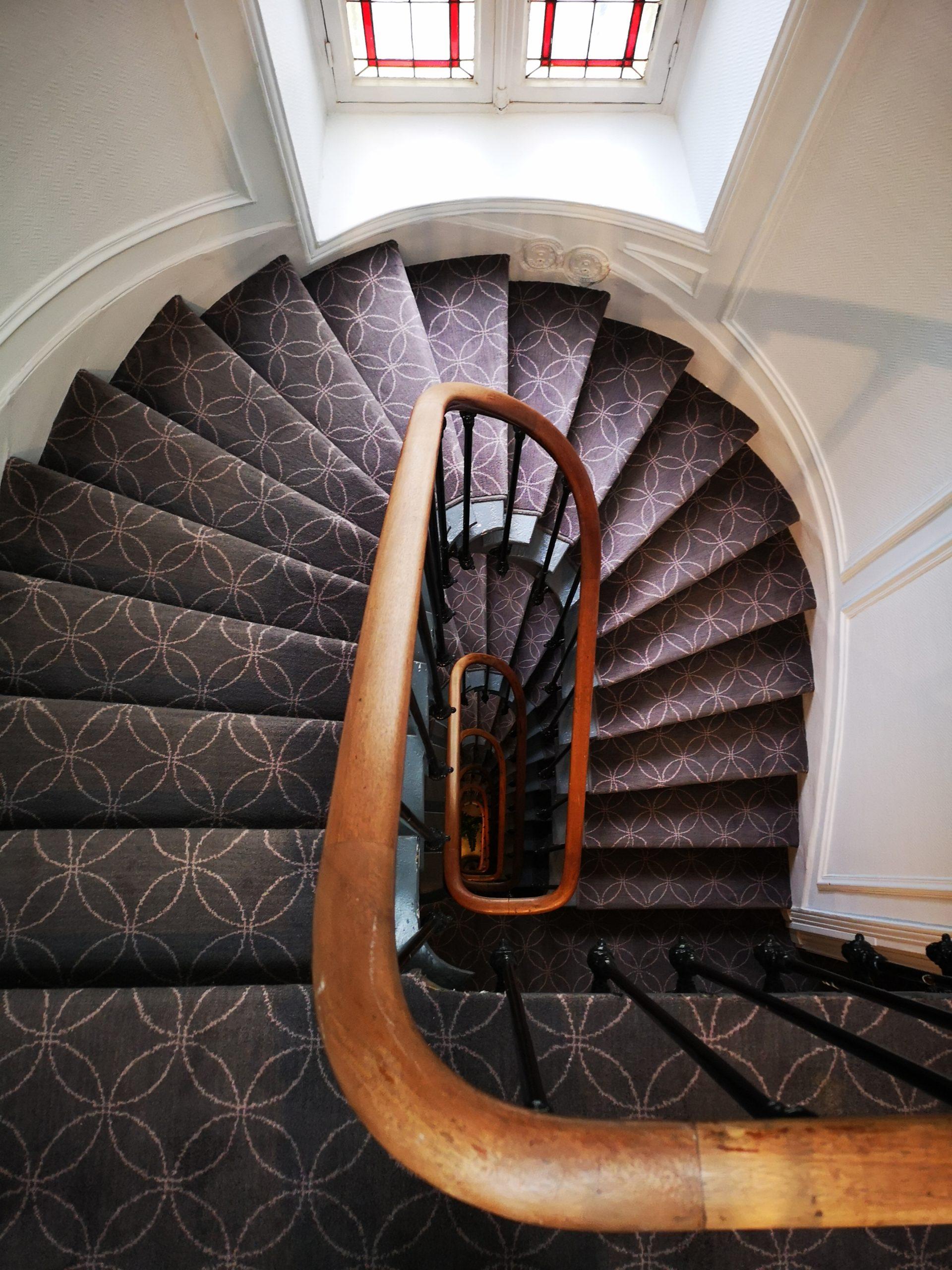 Escalier - hôtel magda champs-élysées