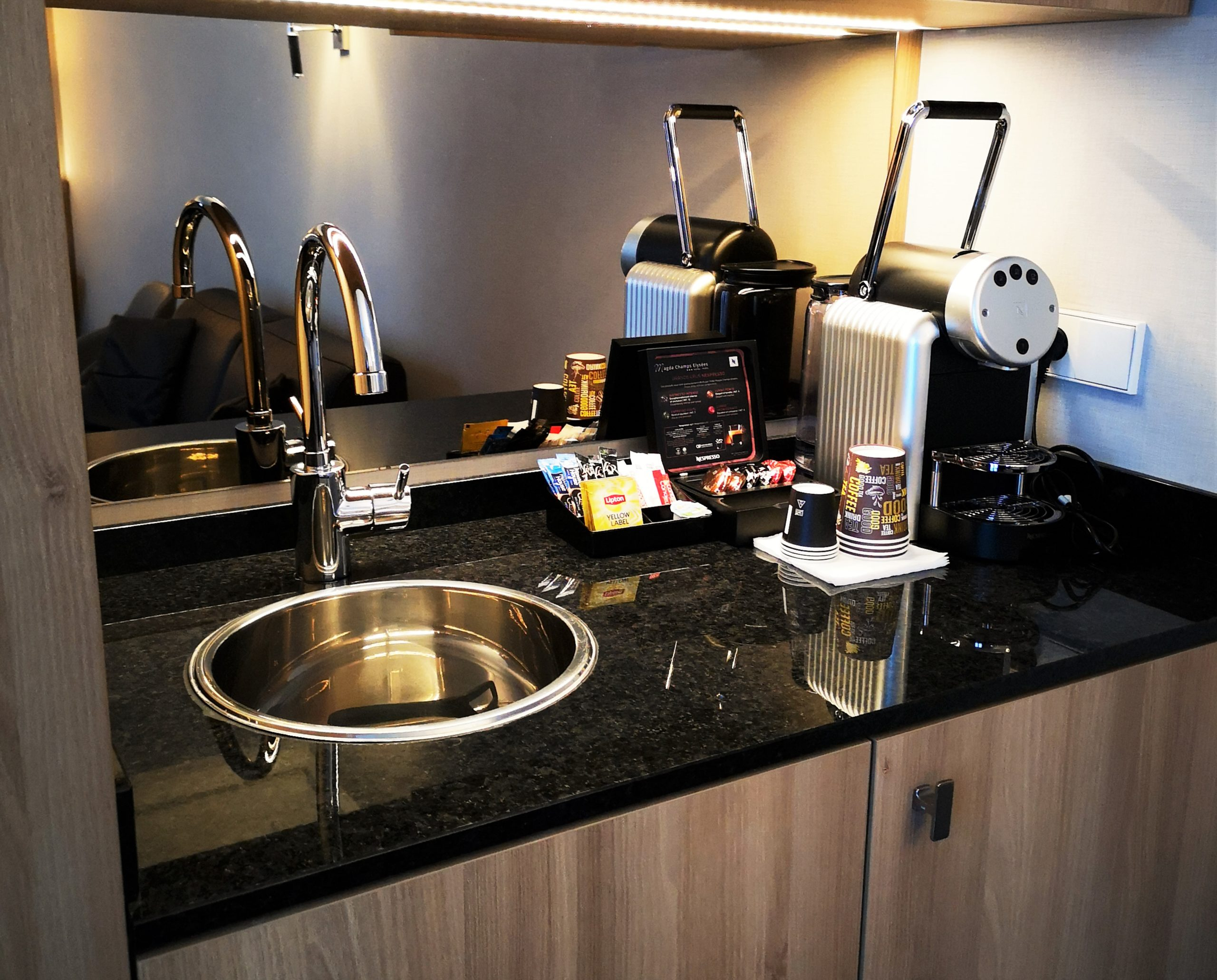 Kitchenette-junior-suite-hotel-magda-champs-elysees