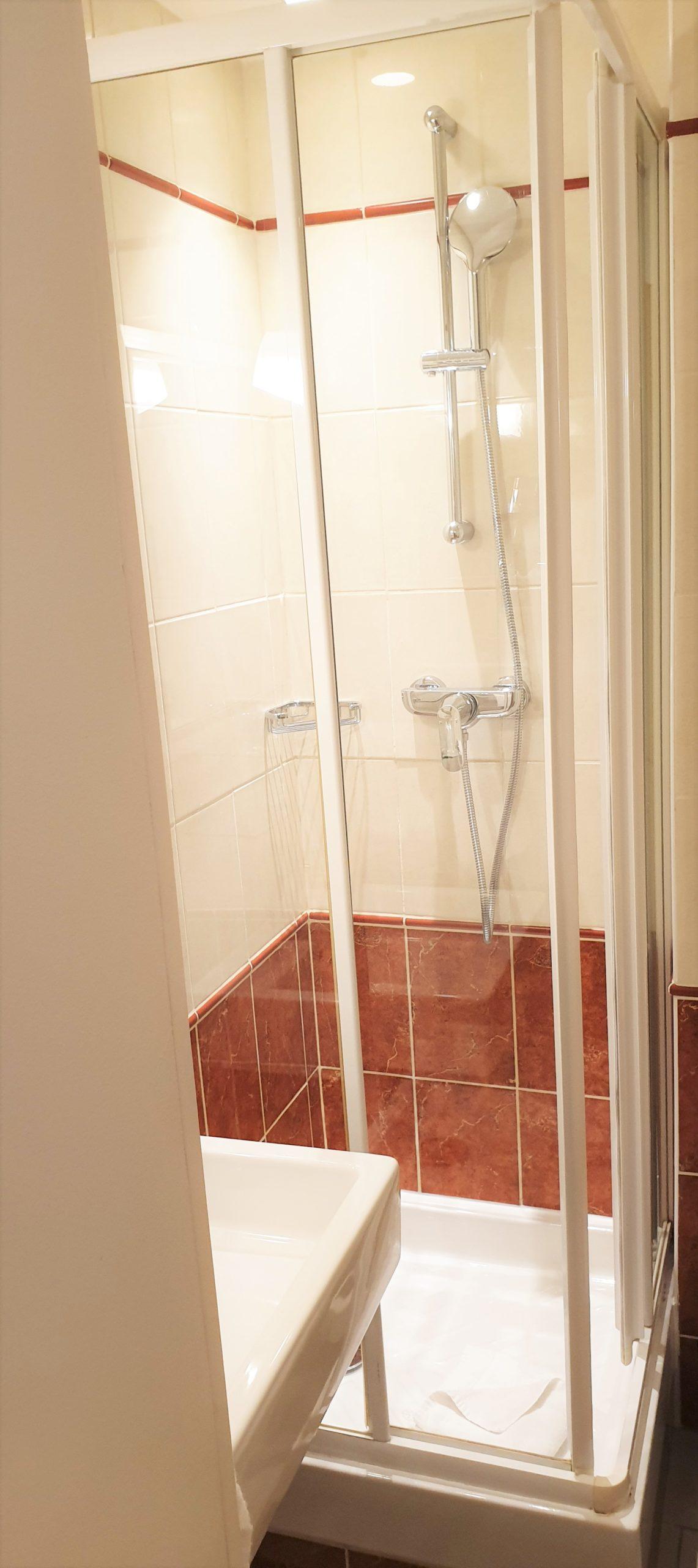 salle de bain solo - hôtel magda champs-élysées