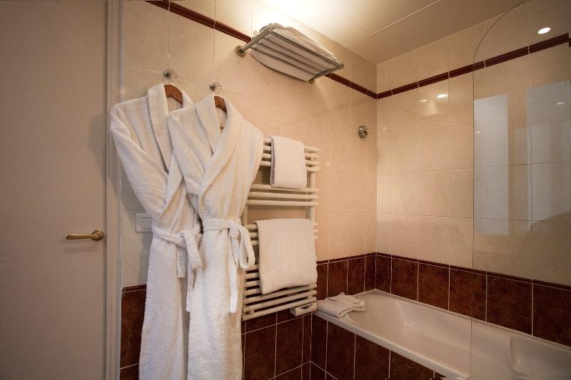 salle de bain suite et jsuite - hôtel magda champs-élysées
