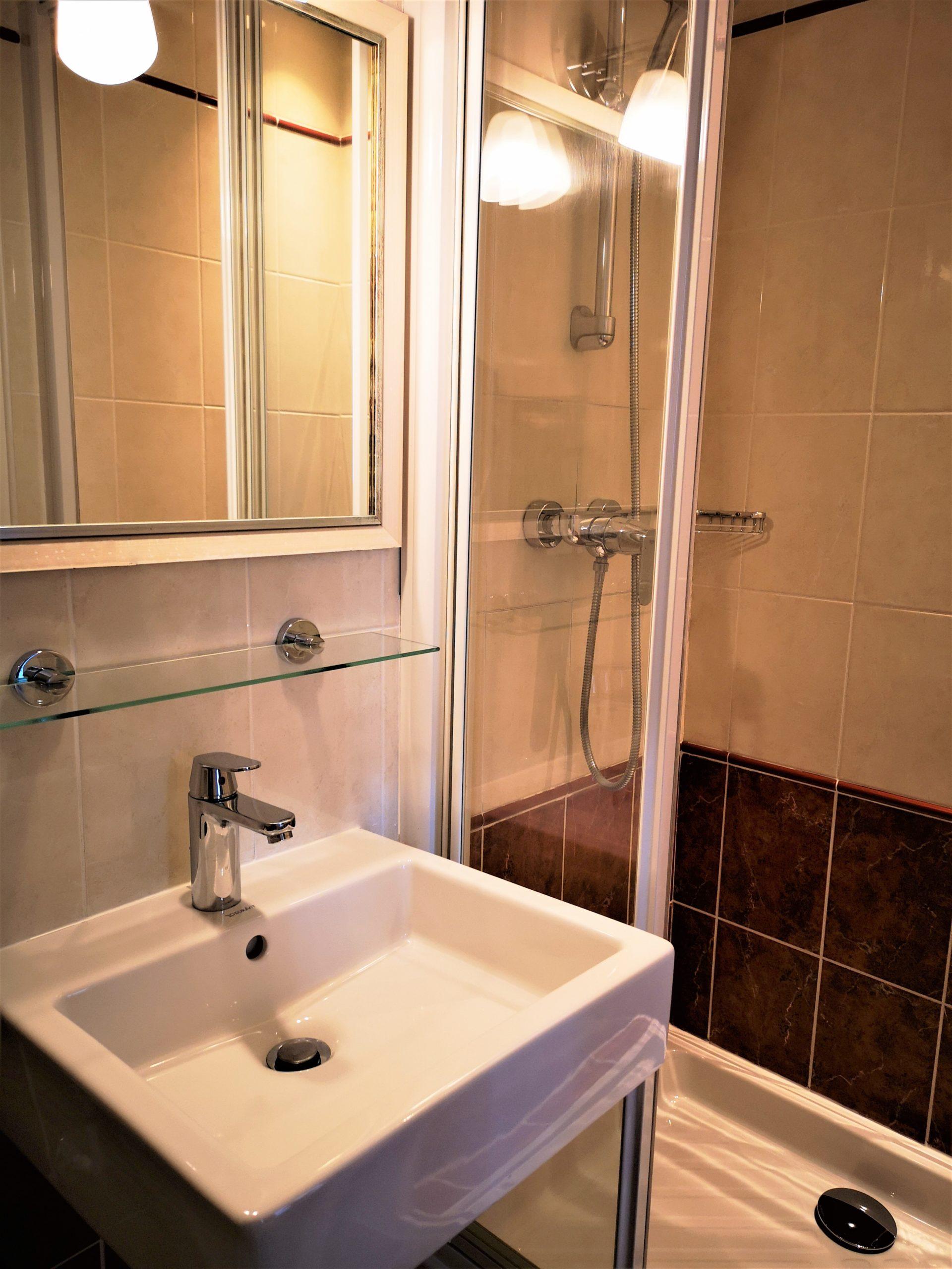 salle de douche - hôtel magda champs-élysées